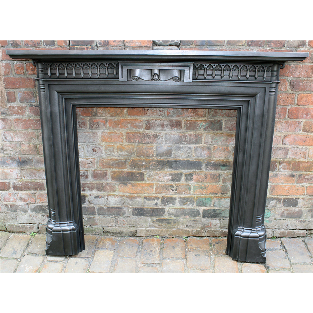 Late Victorian Fire Surround In Cast Iron Antique Cast